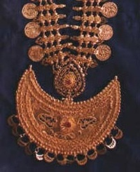 A traditional gold necklace, worn by ladies.