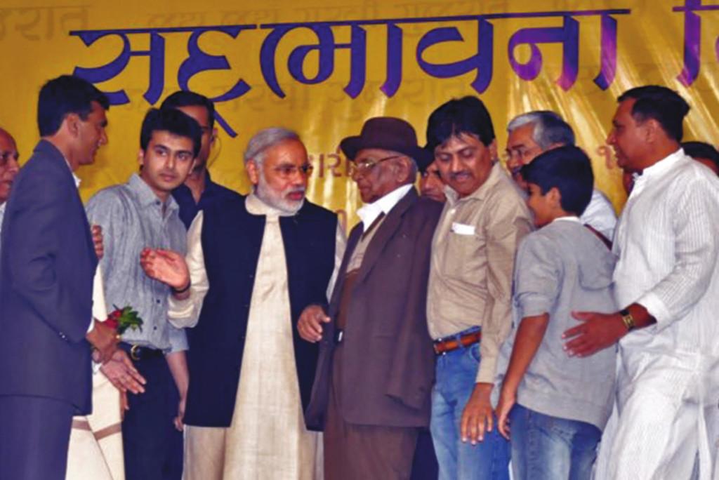 (L-R) Krunal Odedra, Shri Narendra Modi and Shri B. M. Ratiya Saheb at Sadbhavna Mission Junagadh. Karan Ratiya, Shri Sarmanbhai Sutreja, Shri Lakshmanbhai Jadeja and Shri Jethabhai Odedra can also be seen in the photos